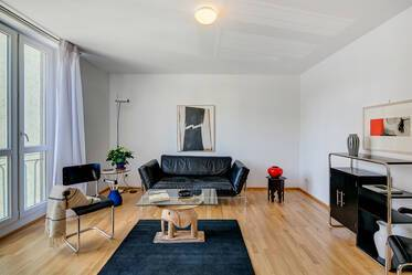 Between the University and the English Garden: modern, stylish 3-room apartment with balcony