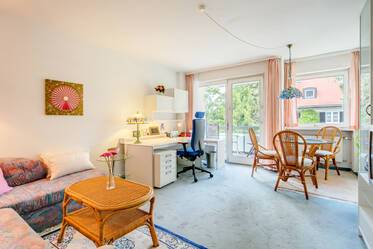 Nicely furnished 1.5-room apartment with pool for shared use in Munich-Sendling-Westpark