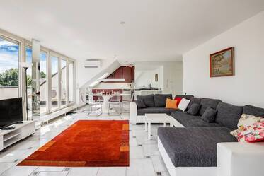 Light-flooded 3-room roof terrace apartment with large living/dining area in Munich-Bogenhausen