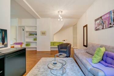 Top location Schwabing: Quiet, beautiful 2.5-room apartment with terrace and winter garden