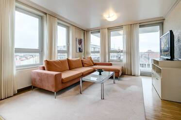 Directly at the Bavariapark: Bright and beautiful 2-room apartment with balcony
