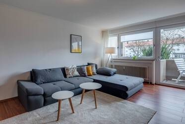 2-room apartment with laminate floor, balcony, WLAN & washer-dryer in Munich-Moosach