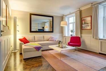 In sought-after location: Very beautiful 2-room period apartment