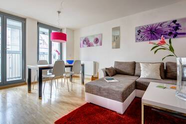 Beautiful apartment with terrace, balcony and parking space in prime location near Kurfürstenplatz