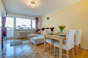 Munich-Freimann: Bright, like-new furnished 2-room apartment with balcony near U-Bahn U6