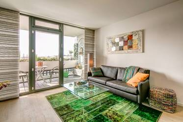 Schwabing: Very attractively furnished 2-room apartment with lovely view over Munich