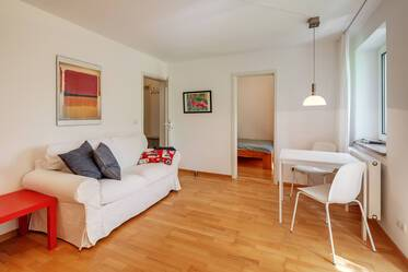 Sunny, quiet apartment in Parkstadt Bogenhausen