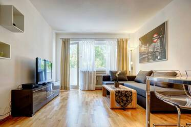 In the center of Freimann: beautifully furnished 2-room apartment with balcony, near U-Bahn U6