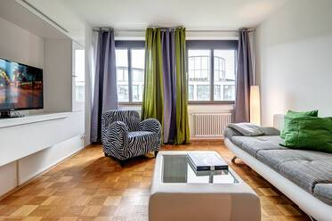Modern and spacious apartment with WiFi, near Stiglmaierplatz
