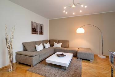 Schwabing, near Leopoldstraße: Nicely furnished 3-room apartment with two bedrooms