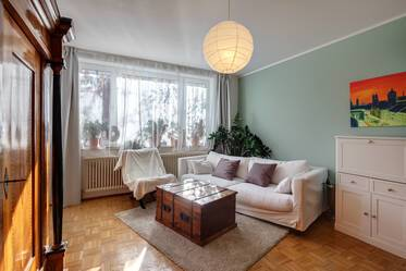 Central Schwabing: Bright, furnished 2-room apartment with balcony and internet flatrate