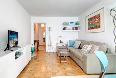Good location in Munich-Schwabing: Nicely 1-room apartment with parking space on the street