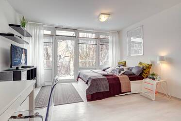 Central Schwabing, in between Leopoldstraße and the English Garden: Beautifully furnished 1-room studio