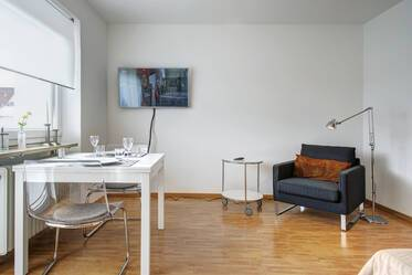 Furnished apartment at the Olympiapark with internet and balcony