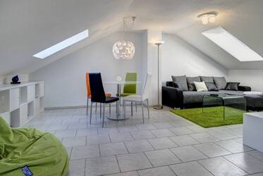 Modern, light-flooded 2,5-room attic apartment near BMW in Munich Milbertshofen