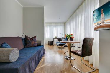 Ismaning - Spacious, fully furnished and equipped 1-room apartment with outdoor parking space