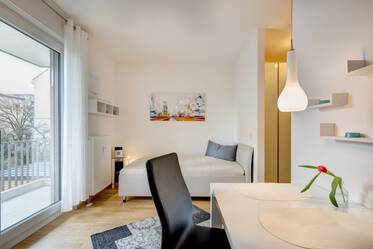 Modern and sunny: furnished apartment with balcony near S-Bahn S3,S7 with optional parking