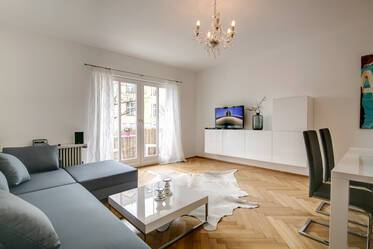 Top location at Elisabethplatz: high-quality renovated 3-room apartment with daylight bathroom