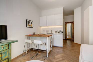 Bright, fully furnished apartment in Schwabing