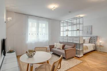 Premium: Luxuriously furnished 1-room apartment at the English Garden
