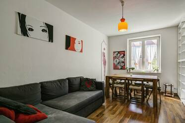 "Near U-Bahn station U6 ""Alte Heide"": young and modern 2-room apartment in Schwabing-Nord"