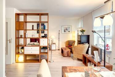 Inviting and modern: beautifully furnished 1-room apartment near U-Bahn U1 Wettersteinplatz
