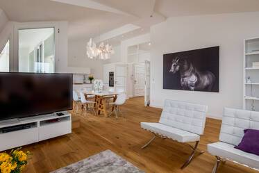 Premium: exclusive, high-quality furnishings 4-room attic apartment in Munich Neuhausen
