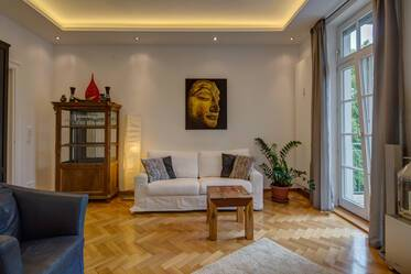 3-room period apartment with high-ceilings in Schwabing