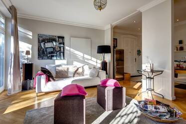 Two bathrooms, balcony, internet: beautifully furnished 3-room apartment in Munich-Nymphenburg