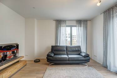 Top location right by Riemer Park: Modern and bright apartment with south-west terrace and garden
