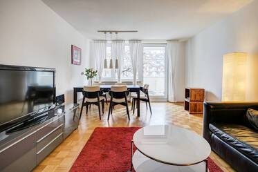 Spacious, furnished 3-room apartment with large balcony in Munich-Schwabing