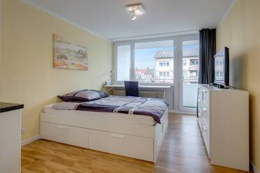 Central Neuhausen! 1-room studio apartment with balcony, near U1 and U7 station Rotkreuzplatz